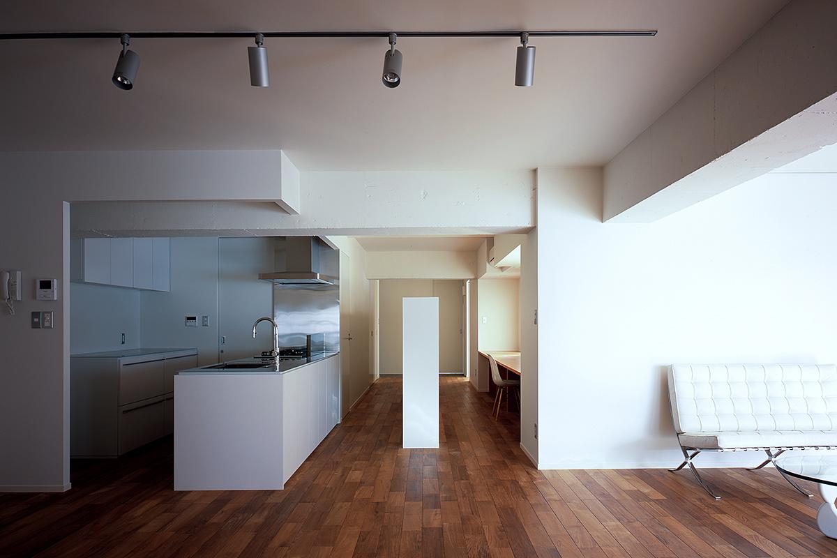 SEAMLESS HOUSE